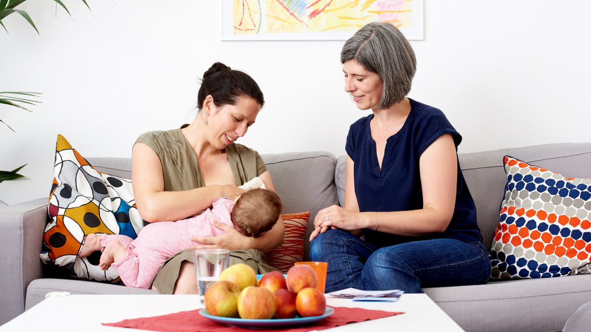 Mutter mit Baby wird im Rahmen der Familienbegleitung betreut