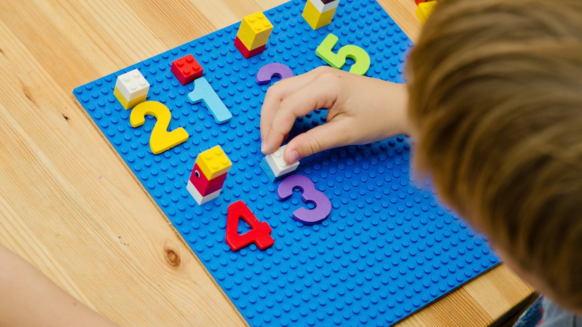 Spielerisch-lernen-im-Home-Schooling.jpg