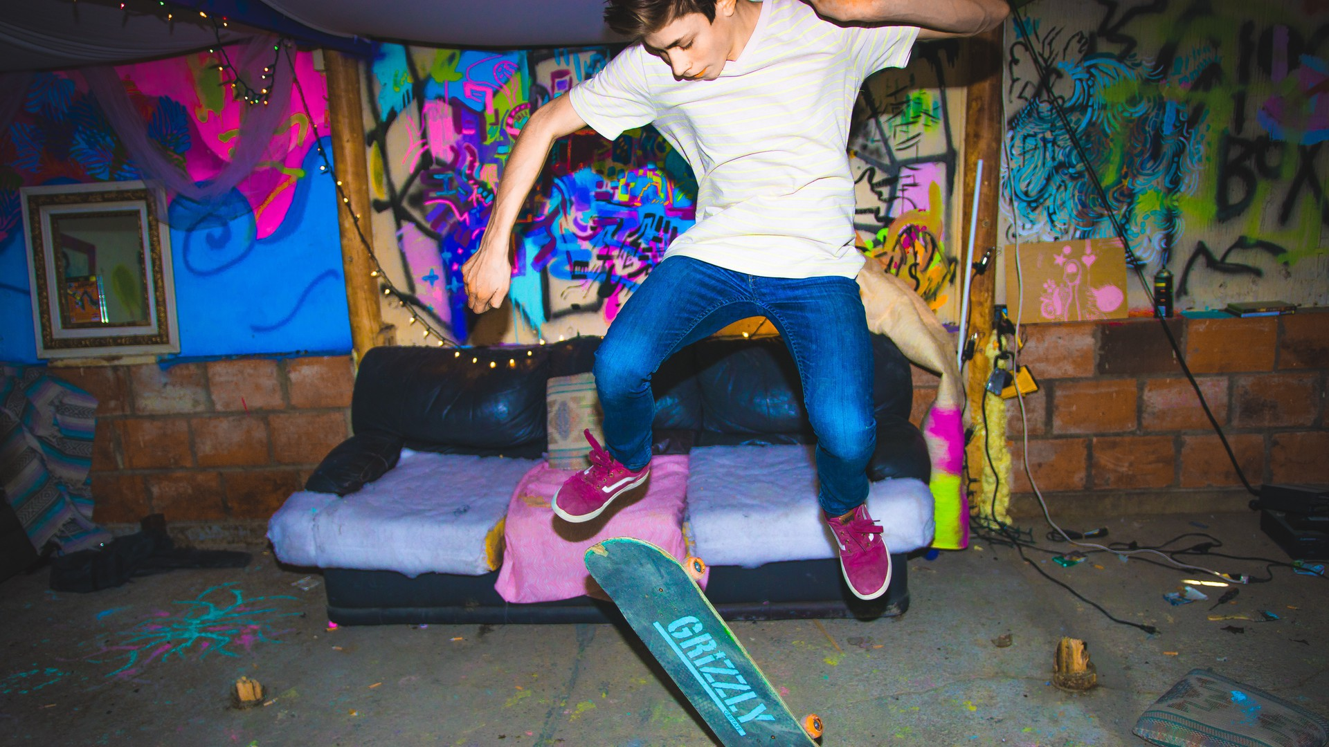 Teenager-in-der-Nacht-am-Skateboard.jpg