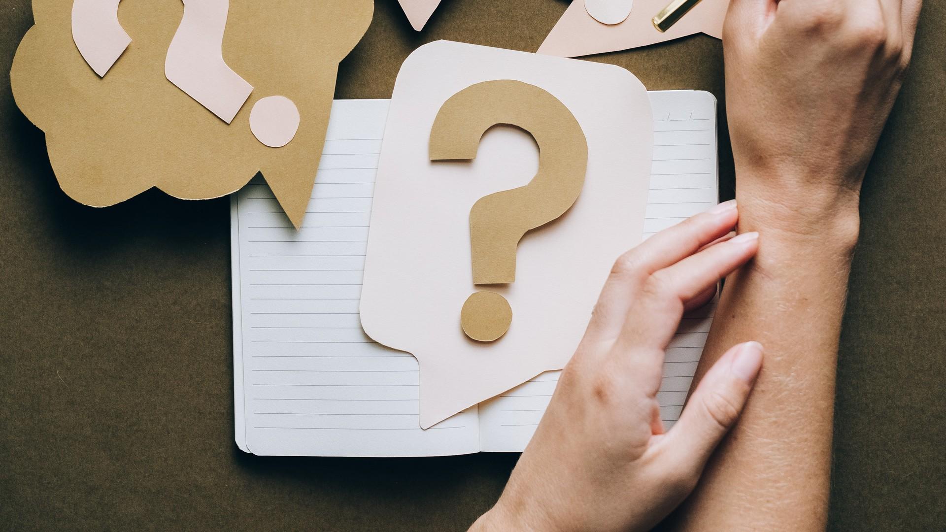 Notizen mit Fragezeichen